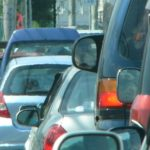 車で混雑する道路
